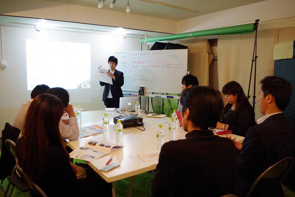 毎週水曜20時@渋谷のウェブマーケティングスクール「ウェブグッドゼミナール」のSEO講座の講義中の様子